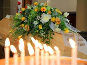 trauerfeier_am_sarg_2204_3749 Bestattungen Dunker | Bestattung & Trauerfeier